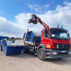 konteinerio-gabenimo-sunkvezimis-su-kranu